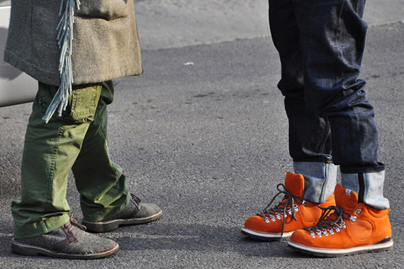 Изображение 14. Шарфы, клатчи, клетчатые пиджаки и подвернутые джинсы.. Изображение № 66.