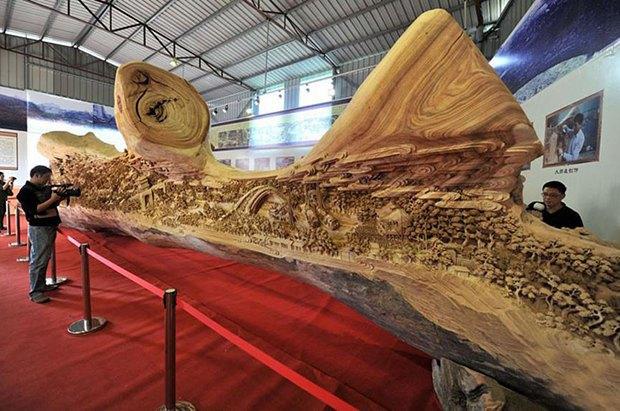 Китайский мастер попал в «Книгу рекордов Гиннесса» за самую длинную скульптуру из дерева. Изображение № 1.