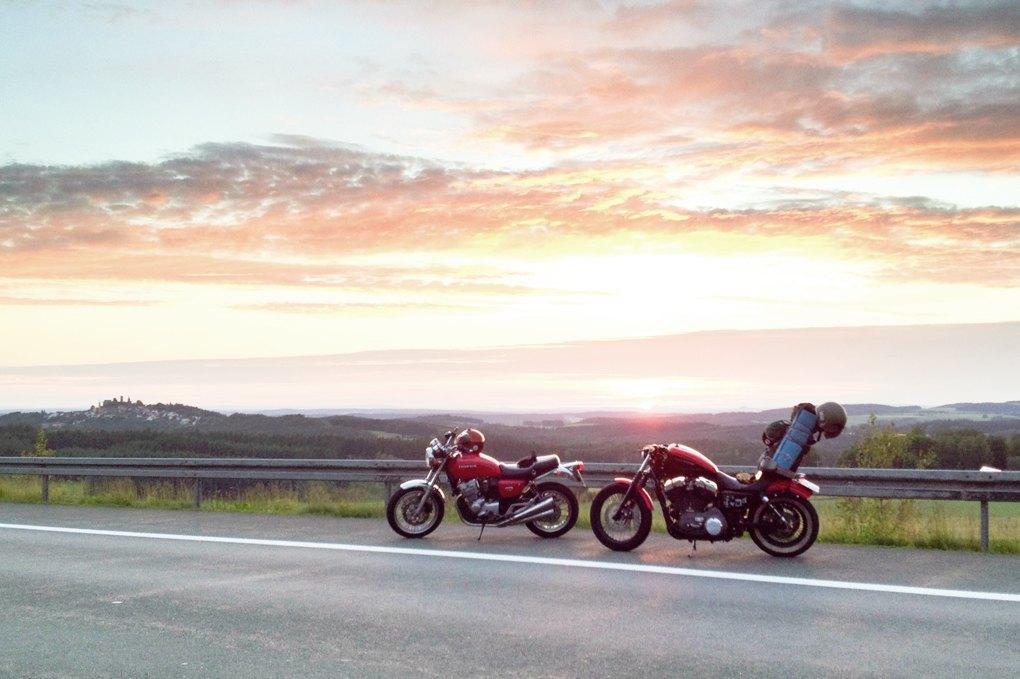 11 городов, аварии, мотоциклы и негритянка на баке: Рассказ о путешествии Easy Ride по Европе. Изображение № 7.