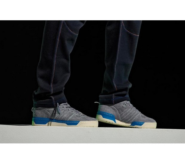 Марка Adidas Originals и дизайнер Казуки Кураиши запустили новую линейку одежды. Изображение № 20.
