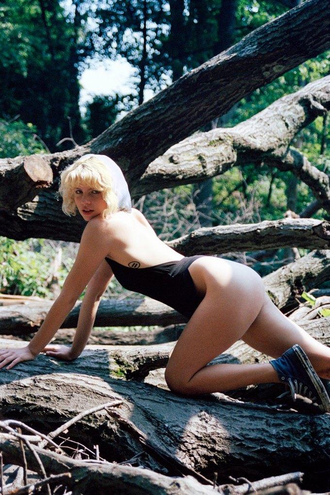 Канадская модель Британи Нола снялаcь для журнала Purple. Изображение № 4.