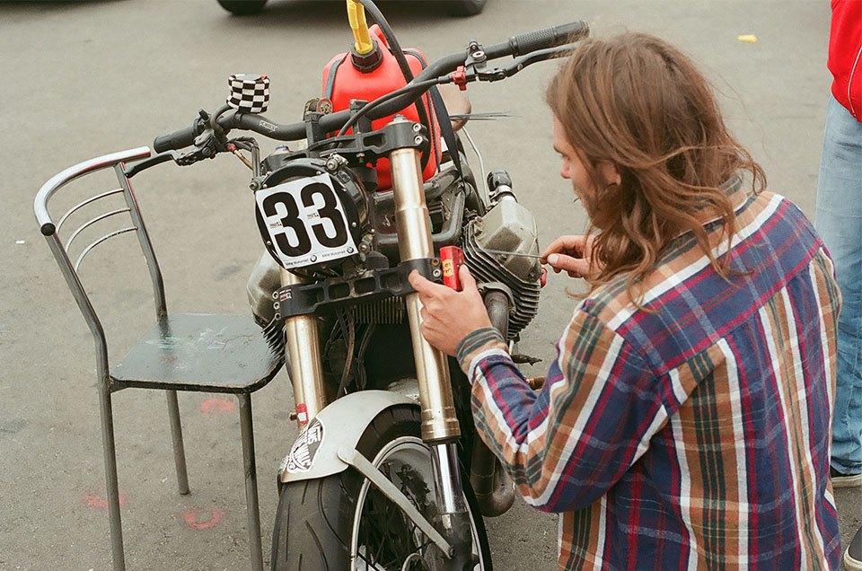 Фоторепортаж с гонки кастомных мотоциклов Nuts & Bolts. Изображение № 16.