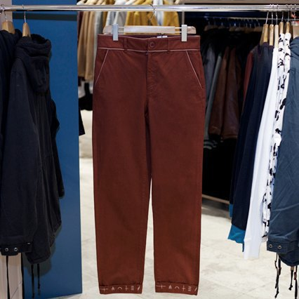 5 красивых продавщиц в магазинах одежды выбирают вещи для парня мечты. Изображение № 4.