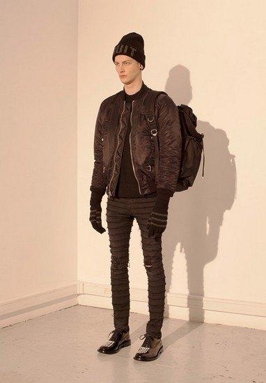Марка Undercover опубликовала лукбук осенней коллекции одежды. Изображение № 40.