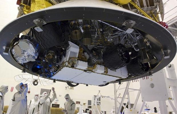Самый большой в истории марсоход Curiosity приземлился на Марс. Изображение № 9.
