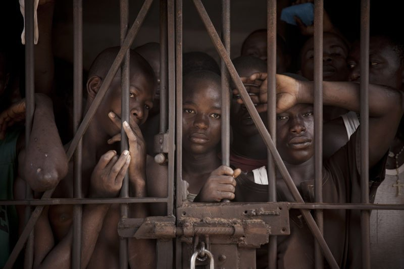 Как подростки Сьерра-Леоне годами живут в тюрьме в ожидании суда по их делу. Изображение № 23.