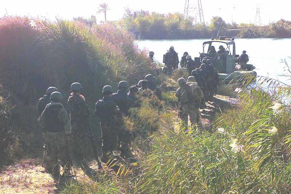 Военное положение: Одежда и аксессуары солдат в Ираке. Изображение № 67.