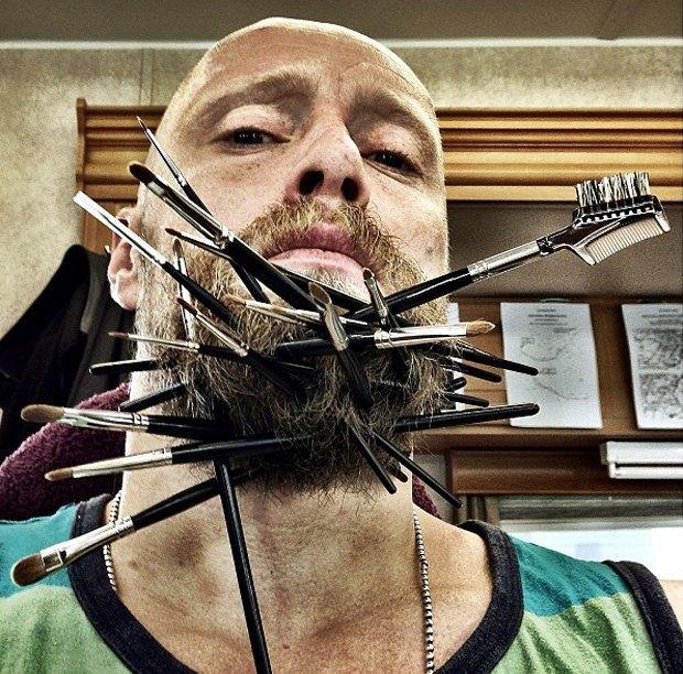 Норвежский актер превратил свою бороду в праздничные свечи. Изображение № 3.
