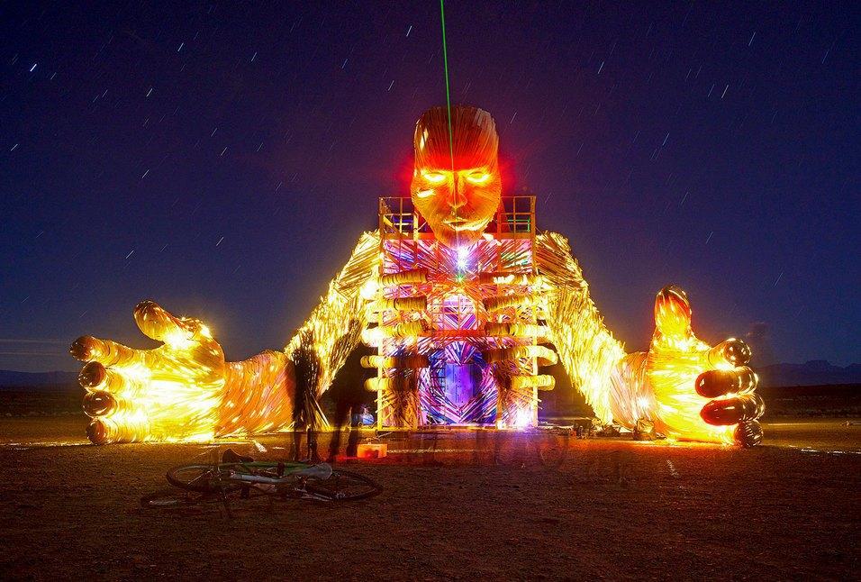 Как развлекаются посетители фестиваля Burning Man в африканской пустыне. Изображение № 16.