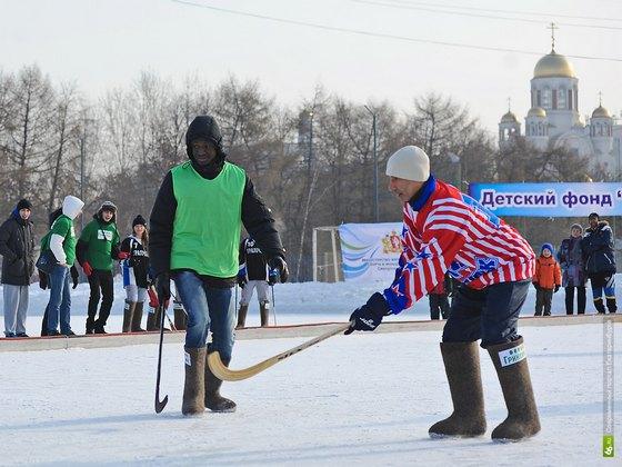 Африканцы приняли участие в товарищеском матче по хоккею с мячом в валенках. Изображение № 4.