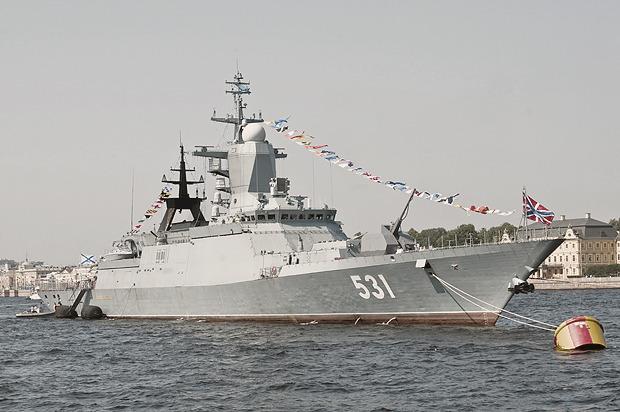 Детали: Моряки и корабли на Дне ВМФ в Санкт-Петербурге. Изображение № 10.