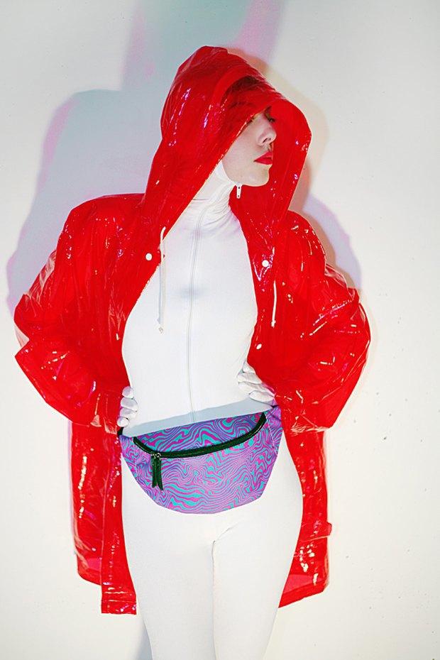 Дизайнер Никита Грузовик и художник Flakonkishochki выпустили новую коллекцию сумок. Изображение № 2.