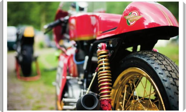 В Германии издали книгу фотографий ежегодной гонки на мотоциклах Barr Hill Race. Изображение № 4.