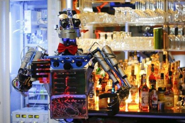 В Германии открылся бар с роботом-барменом. Изображение № 1.