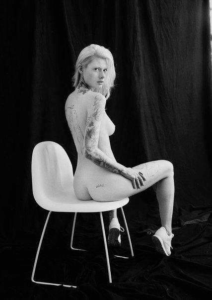 Модель Мартина Линдскельд снялась обнаженной для журнала Euroman. Изображение № 1.