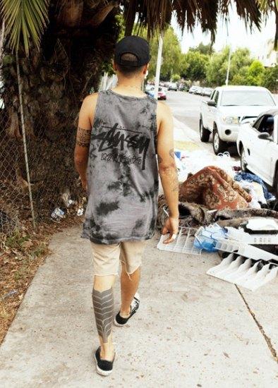Марка Stussy выпустила коллекцию одежды, раскрашенной в стиле тай-дай. Изображение № 2.
