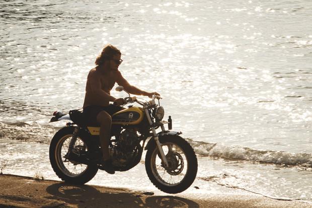 Гонки по пляжу, серфы и бесконечное лето: Репортаж из мастерской Deus Ex Machina на острове Бали. Изображение №33.