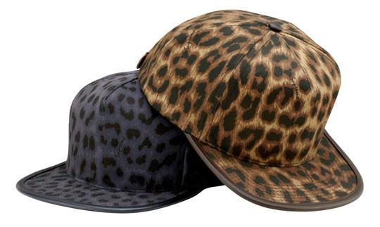 Уличная одежда Supreme: весенне-летний лукбук, кепки, рюкзаки и аксессуары. Изображение № 24.