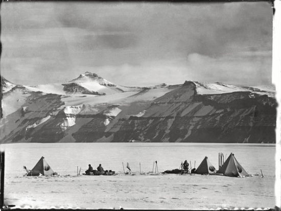 Считавшиеся утерянными фотографии Антарктики были выставлены в британских музеях. Изображение № 5.