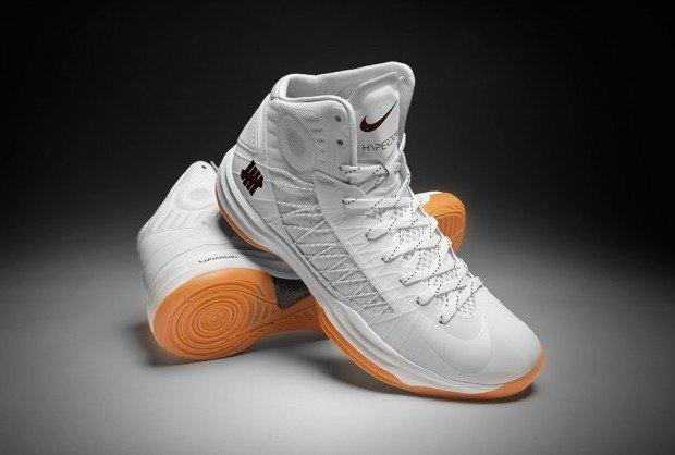 Марки Nike и Undefeated представили совместные модели кроссовок. Изображение № 3.