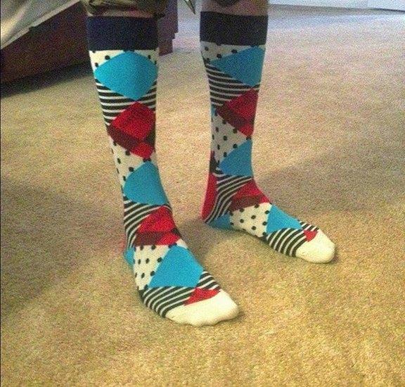 Американцы поздравили бывшего президента цветными носками. Изображение № 24.