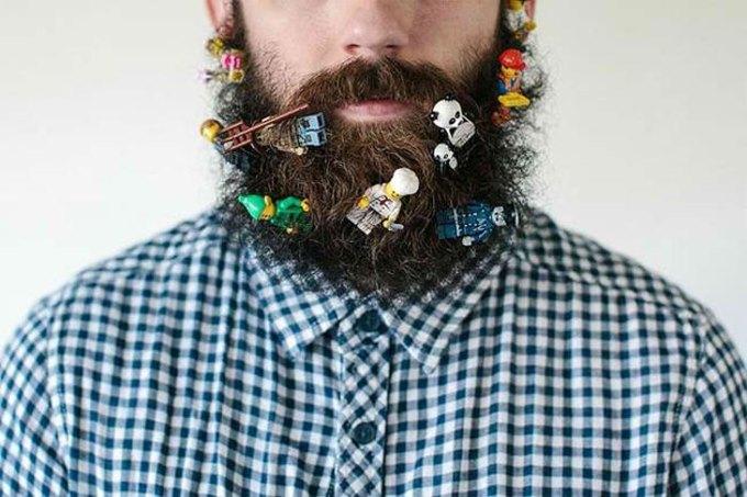Американец научил свою бороду держать предметы. Изображение № 9.