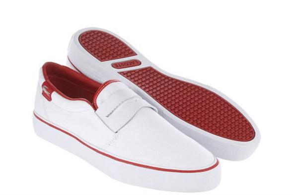 Эта модель Lacoste также вышла в нескольких цветах: белый с красным, лиловый с фиолетовым, фиолетовый с желтым, зеленый с оранжевым, ну, в общем, хоть одна да должна вам понравиться. Изображение № 5.