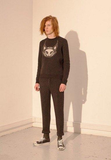 Марка Undercover опубликовала лукбук осенней коллекции одежды. Изображение № 25.