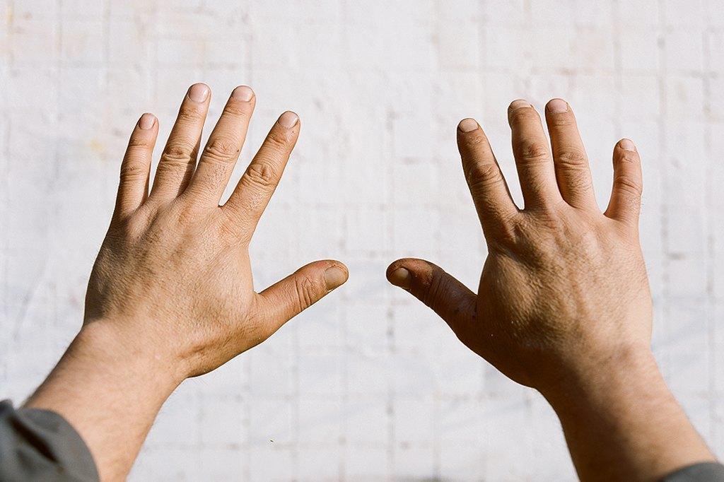 Нейл-арт недели: Руки московских рабочих. Изображение № 6.
