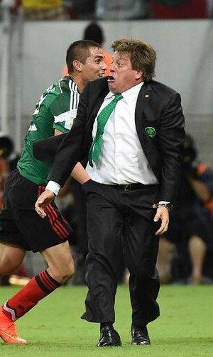 Почему мимика мексиканского тренера Мигеля Эрреры должна стать символом чемпионата мира по футболу. Изображение № 1.