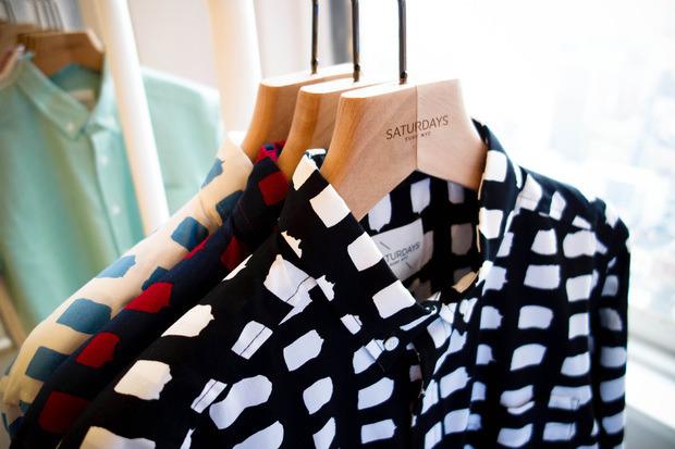 Американская марка Saturdays Surf NYC выпустила превью весенней коллекции одежды. Изображение № 9.