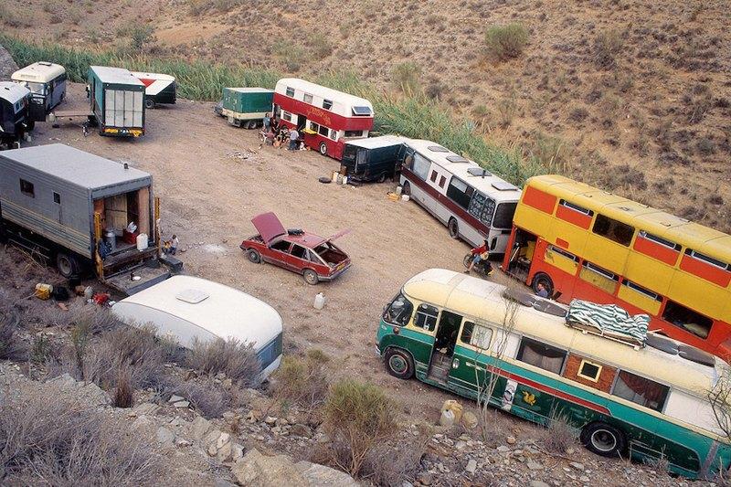Бесконечное лето: Кочевая жизнь рейверов 1990-х. Изображение № 12.
