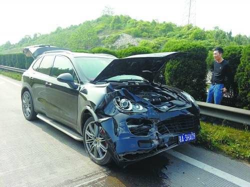 Китаец устроил похороны своему Porsche Cayenne. Изображение № 1.
