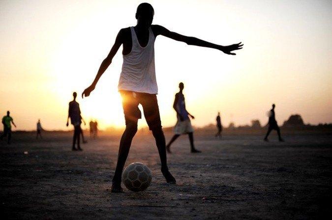 В Либерии запретили играть в футбол. Изображение № 1.