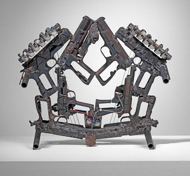 Художник Педро Рейес создал механический оркестр из огнестрельного оружия. Изображение № 1.