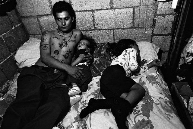 8 фотографов, исследовавших мир уличных банд. Изображение № 8.