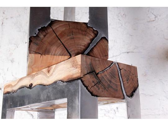 Дизайнер Хилла Шамиа сделала мебель из древесных стволов и расплавленного алюминия. Изображение № 11.