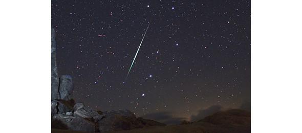 Метеор из потока Геминид в пустыне Мохава. Поток наблюдается ежегодно в первой половине декабря. Изображение № 7.