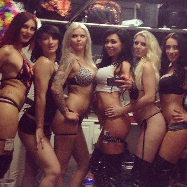 Stripper Locker Room: Блог с селфшотами стриптизёрш. Изображение № 42.