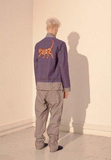 Марка Undercover опубликовала лукбук осенней коллекции одежды. Изображение № 37.