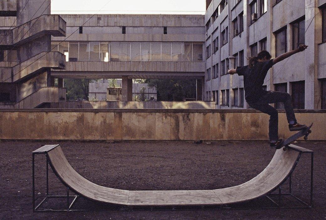 «Когда земля кажется лёгкой»: Грузинские скейтеры в фотографиях Давида Месхи. Изображение № 13.