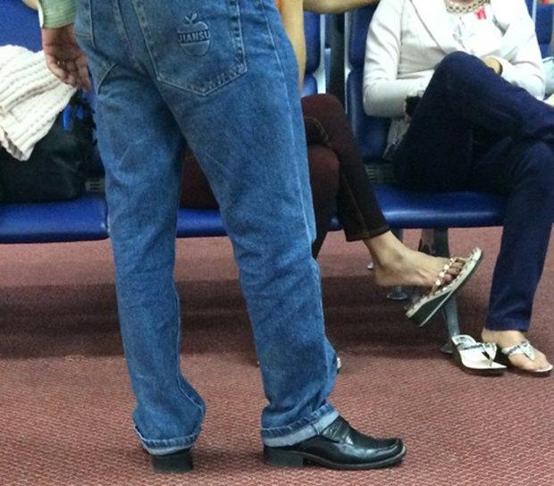 Jeans and Sheuxsss: Еженедельные обзоры худших сочетаний обуви и джинсов. Изображение № 15.
