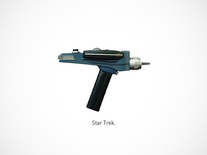Итальянский дизайнер представил коллекцию плакатов знаменитого оружия. Изображение № 10.