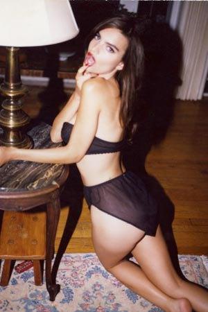 Модель Эмили Ратажковски разделась для журнала Darius . Изображение № 9.