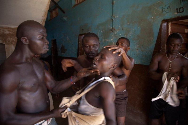 Как подростки Сьерра-Леоне годами живут в тюрьме в ожидании суда по их делу. Изображение № 22.