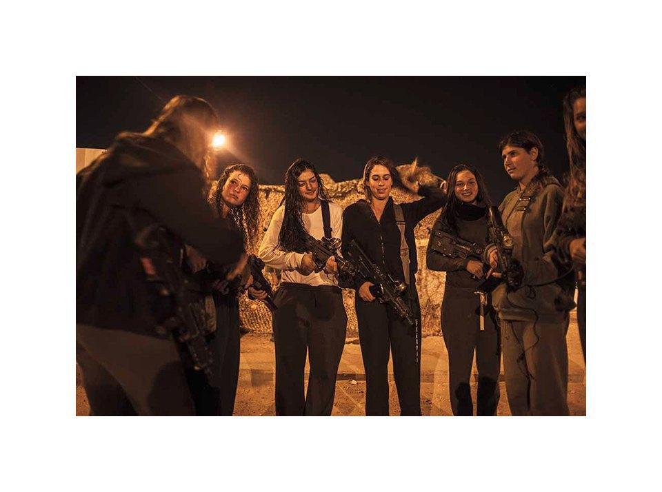 Фотопроект: Как служат женщины в армии Израиля. Изображение № 28.