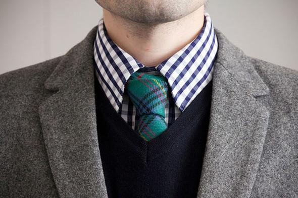 Свитер с V-образным вырезом удачно сочетается с галстуком. Изображение №28.
