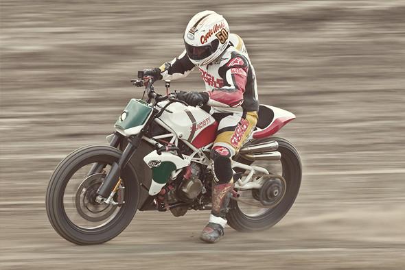 История и особенности мотоциклов для гонок по грязевому овалу —флэт-трекеров. Изображение № 26.