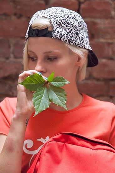 Российско-американская марка Ziq & Yoni выпустила лукбук летней коллекции одежды. Изображение № 15.