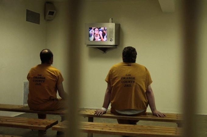 Американец, отбывавший наказание за пиратство, пожаловался на показы экранок в тюрьмах. Изображение № 1.